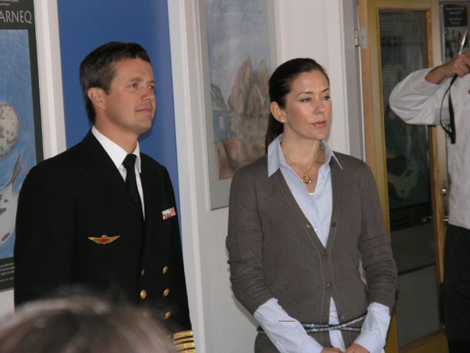 29 June 2004  Visit to the communities Uummannaq and Spragel Bay.--2004-06-26+Greenland+panissaarput.jpg (960×720)