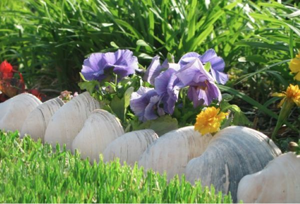 How To Make Great Garden Edging Using Unusual And Recycled Materials
