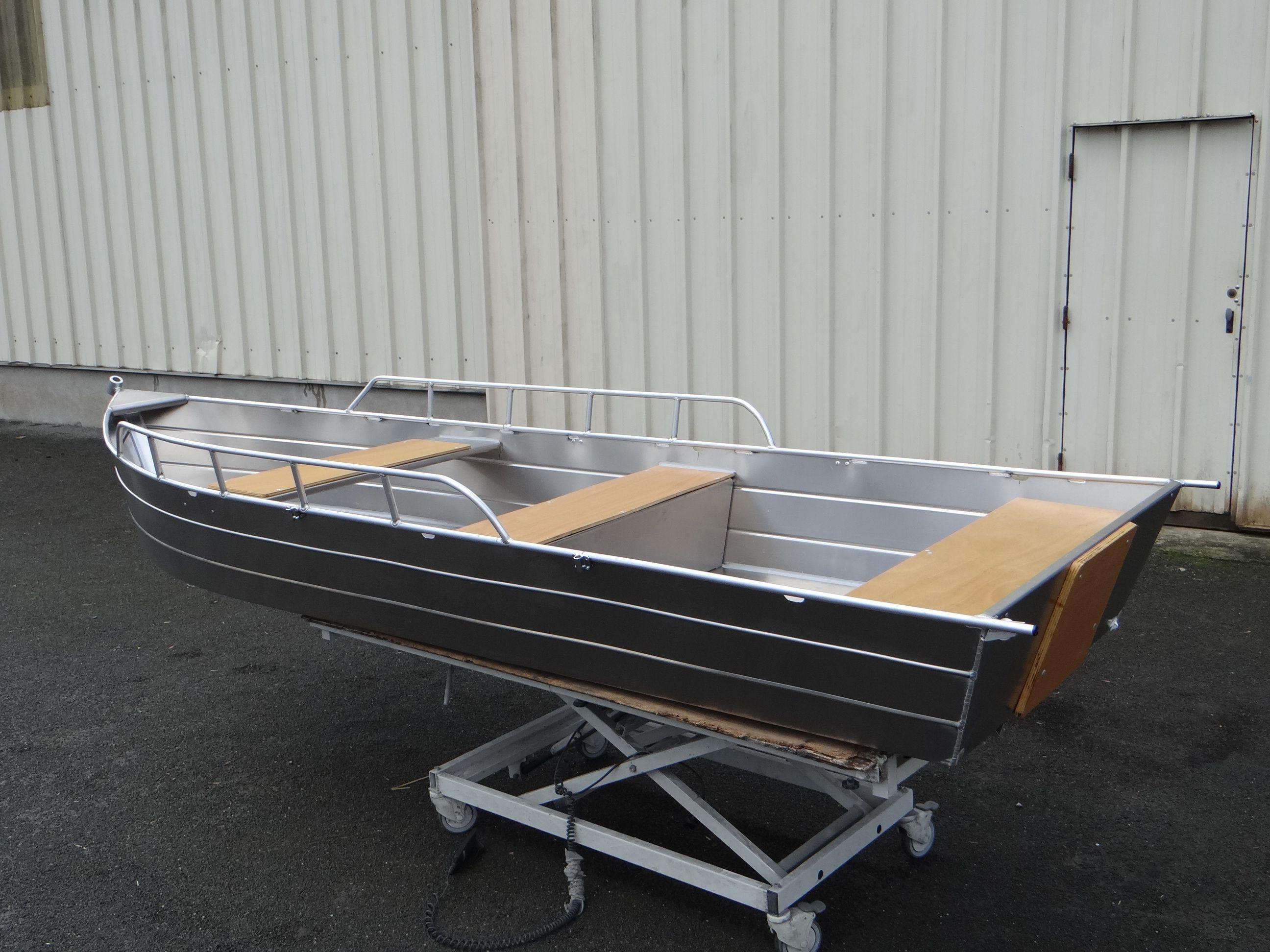 Barque aluminium Model 385