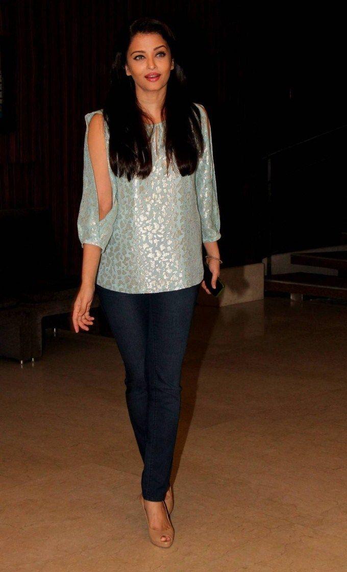 Pin By Jaishri Smiley On Looks That I Look Rs Aishwarya Rai Bachchan Aishwarya Rai Indian Celebrities