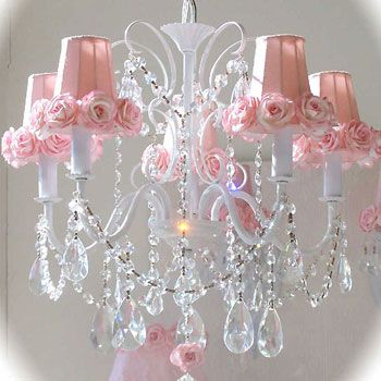 Con quel romanticismo retrò che avvolge l'atmosfera di un'eleganza ricercata. Shabby Chic White With Pink Roses 5 Light Chandelier Camera Da Letto Elegante Bagno Shabby Chic Shabby Chic Vintage
