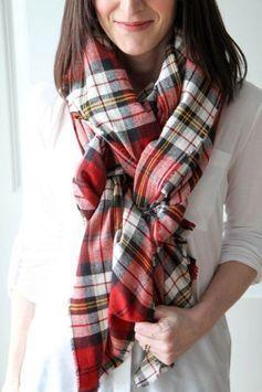Der Schal ist im Winter unser wichtigstes Accessoire. Er hält warm, ist kuschelig und verleiht unserem Mantel einen coolen Akzent. Wir zeigen Ihnen, ... - Fashion   Anziehsachen -