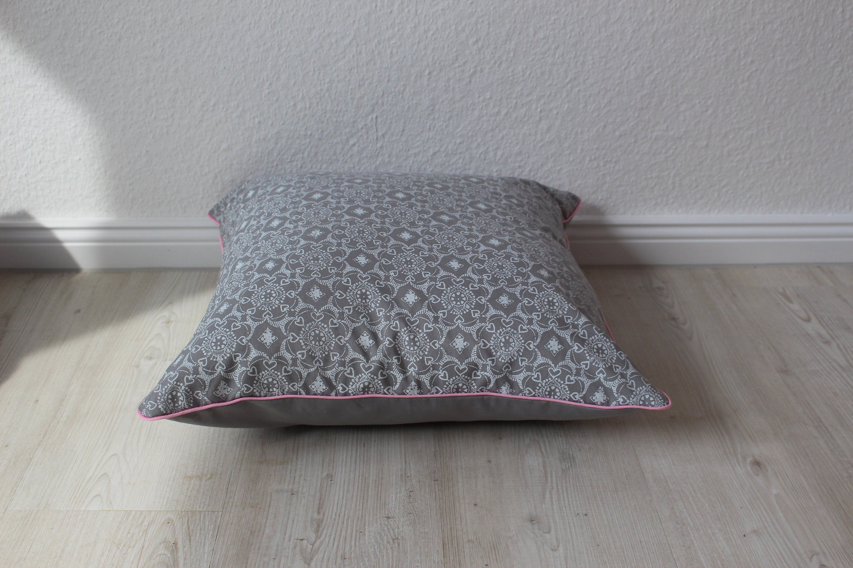 Kissen Grau Weiß Mit Paspel In Rosa Ca 50x50 Kissenbezug Etsy Sofakissen Kissen Decken Mosaikmuster