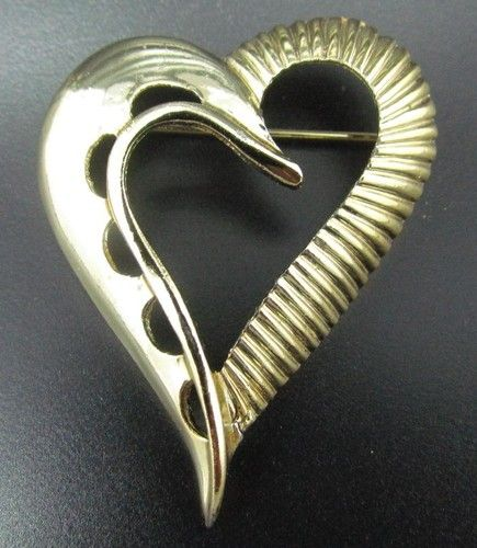 "Vintage Unsigned 2"" x 1.5"" Textured Heart Gold Tone Brooch Pin"