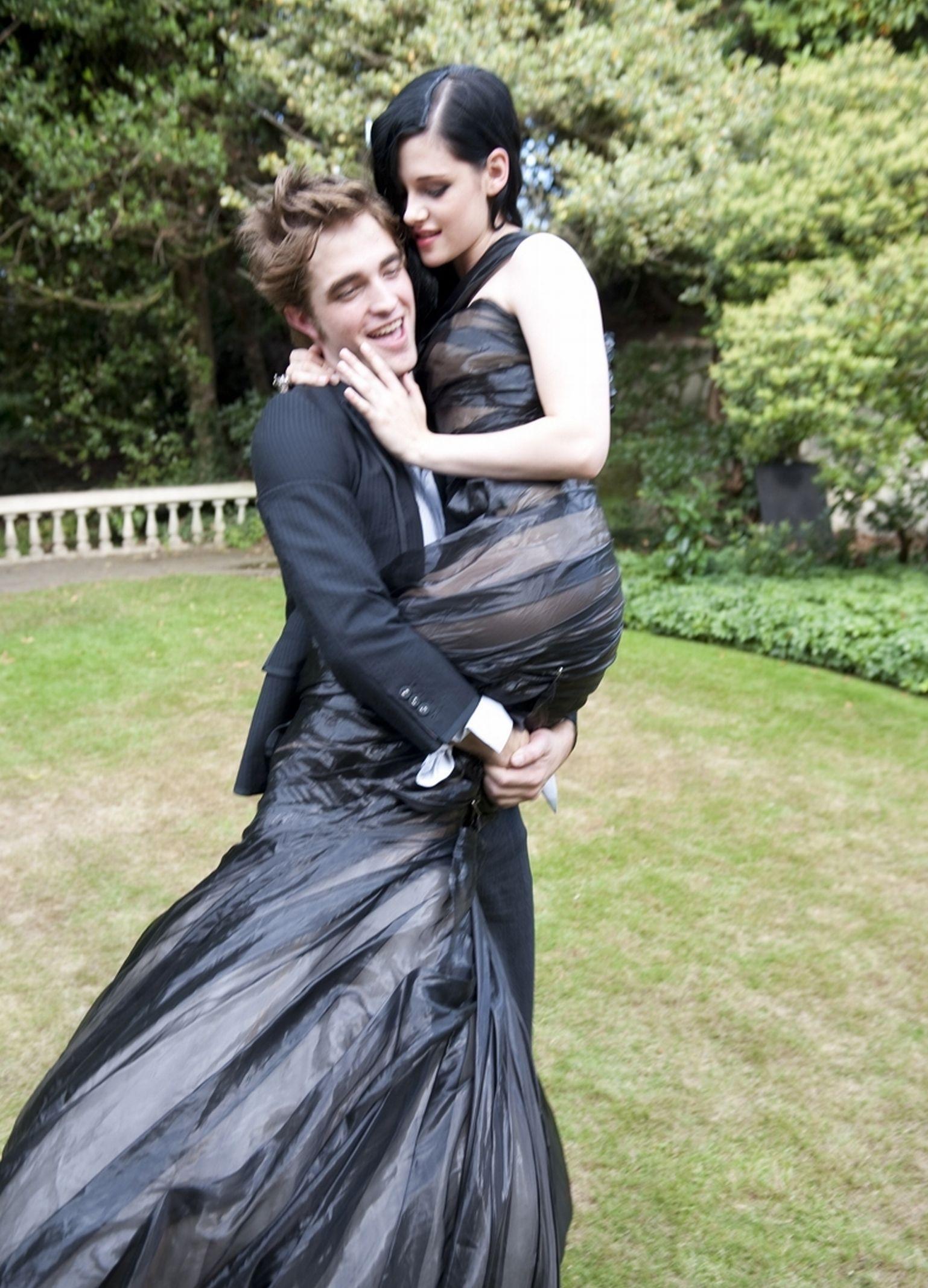 Harper S Bazaar Robert Pattinson And Kristen Robert Pattinson Twilight Kristen Stewart [ 2134 x 1538 Pixel ]