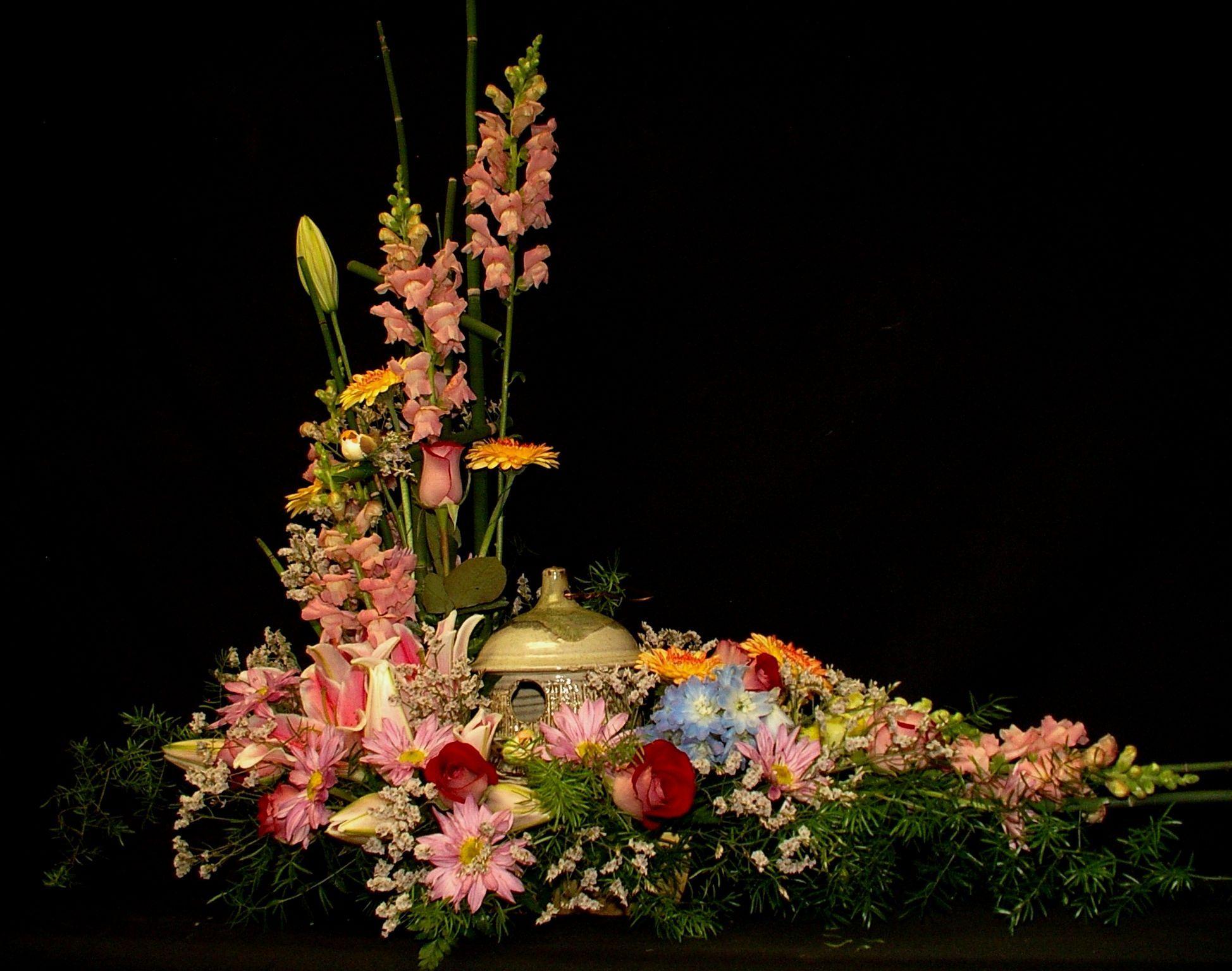 Funeral birdhouse lg 19481536 urn floral arrangements floral arrangement funeral birdhouse lg 19481536 dhlflorist Gallery