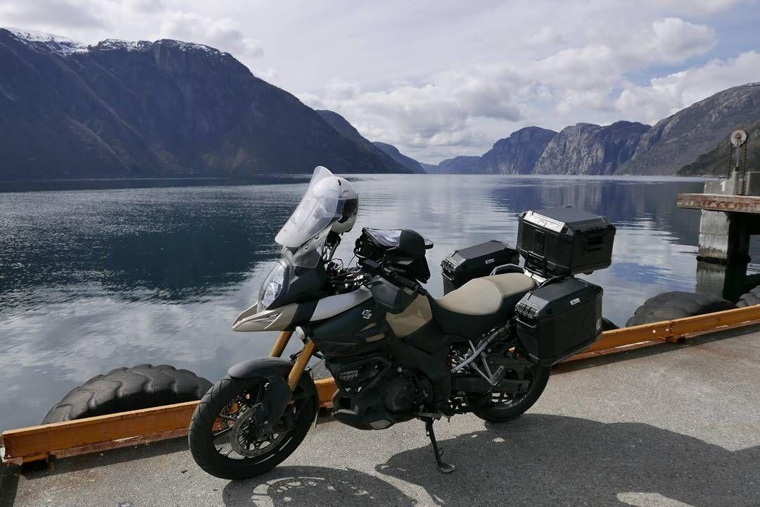 Noorwegen fjord bij Stavanger.  #MySuzuki #motorbike #motorfiets #travelling #travelblog #Moto73 #norway #tw