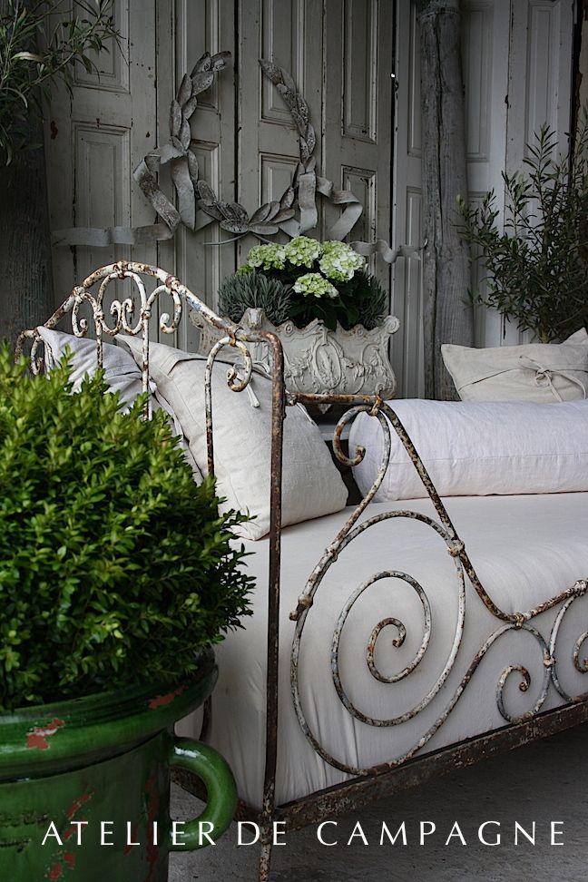 daybed detail deco pinterest campagne fer forg et charme. Black Bedroom Furniture Sets. Home Design Ideas
