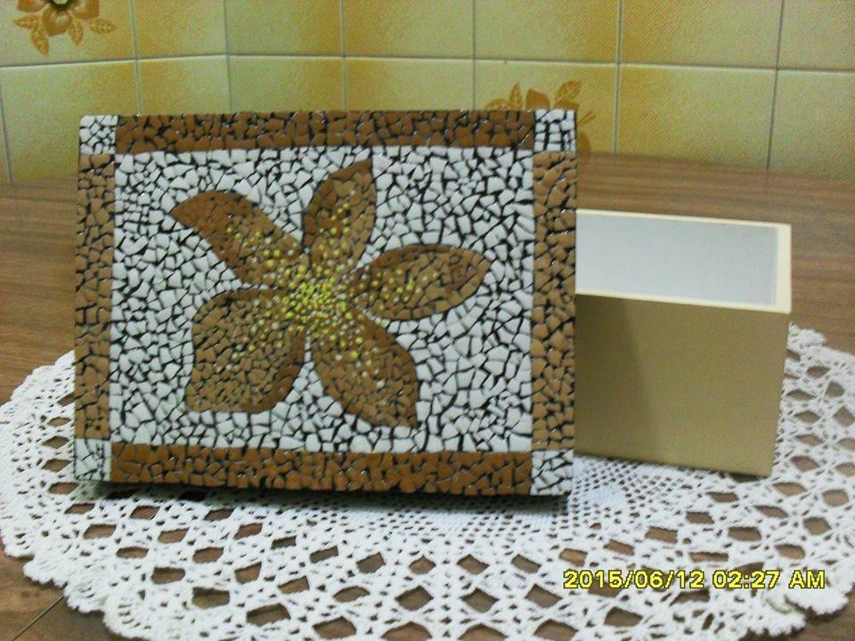 Caja en fibrofacil con tapa decorada con tecnica cascara - Caja de huevo ...