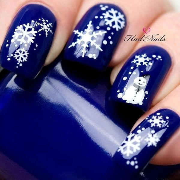As symbols of the winter season, snowflake nail art are wonderful now and  can instantly make a regular manicure look like a work of art. - 4a2d74c53d9b233bc12aba044a20d40d.jpg (600×600) Köröm Pinterest