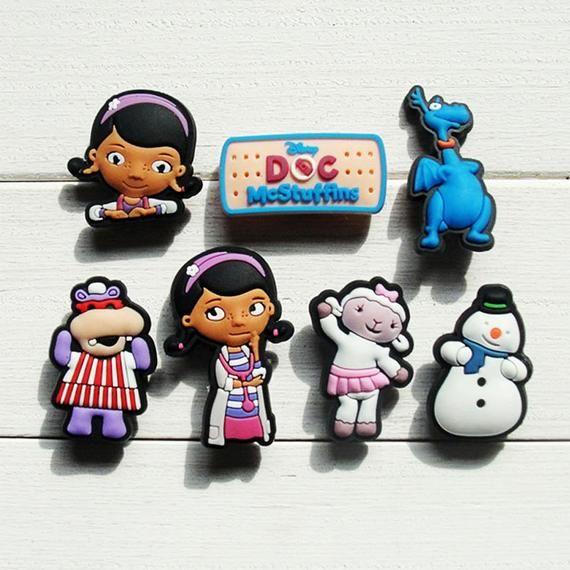 dff02b00eca 7 Pcs Doc Mcstuffins Shoe Charms Pvc Fit Buckles And Bracelets Lovely  Buckle Accessories Decoration