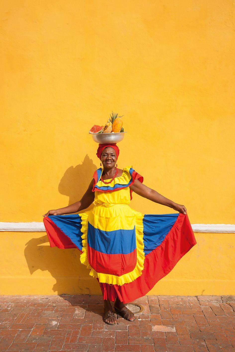 Palenqueras Vendiendo Las Frutas Tropicales Cartagena De Indias  # Muebles Subercaseaux