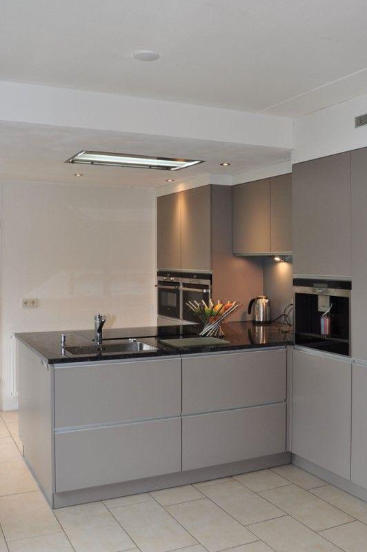 Grey kitchen design with grey walls, grey doors and grey - wellmann küchenschränke nachkaufen