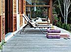 Casa de final de semana com tijolinho aparente e telhas artesanais. Fica no interior de São Paulo e tem inspiração caipira
