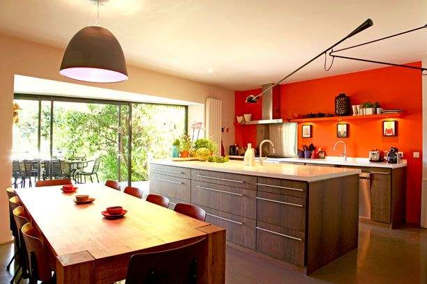 50 Photos De Cuisine Avec Ilot Central Pour Vous Inspirer Cuisine Orange Choses De Cuisine Cuisine Campagne Chic