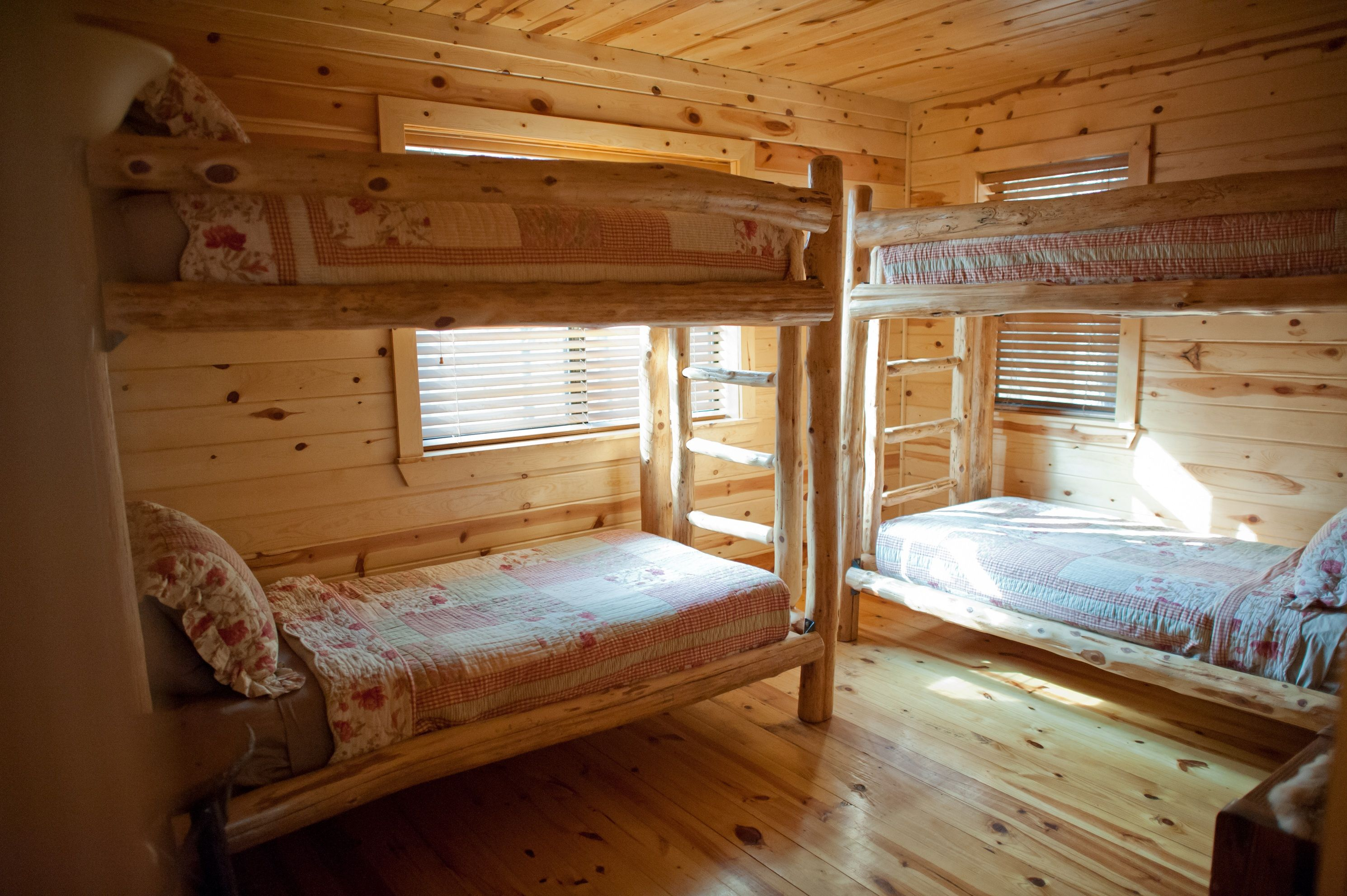 Room with 2 sets of twin bunk beds at The Wildwood Cabin