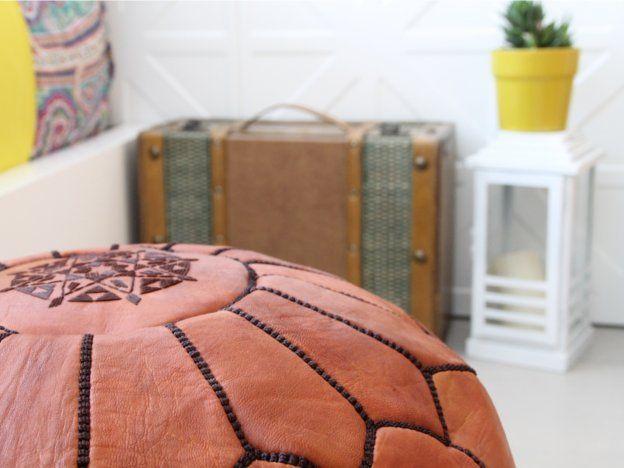 moroccan pouf. puf marroquí marrón con bordado. dar amïna shop