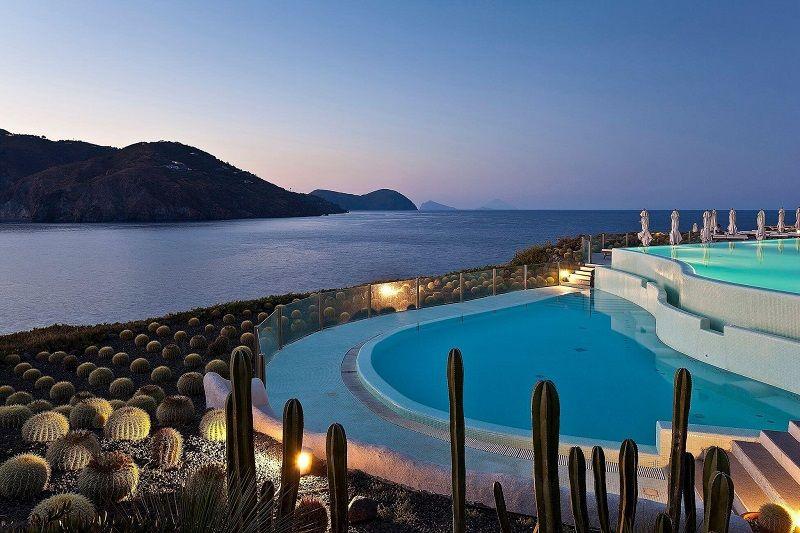 Hotel sul mare Sicilia Therasia Resort Sea e Spa