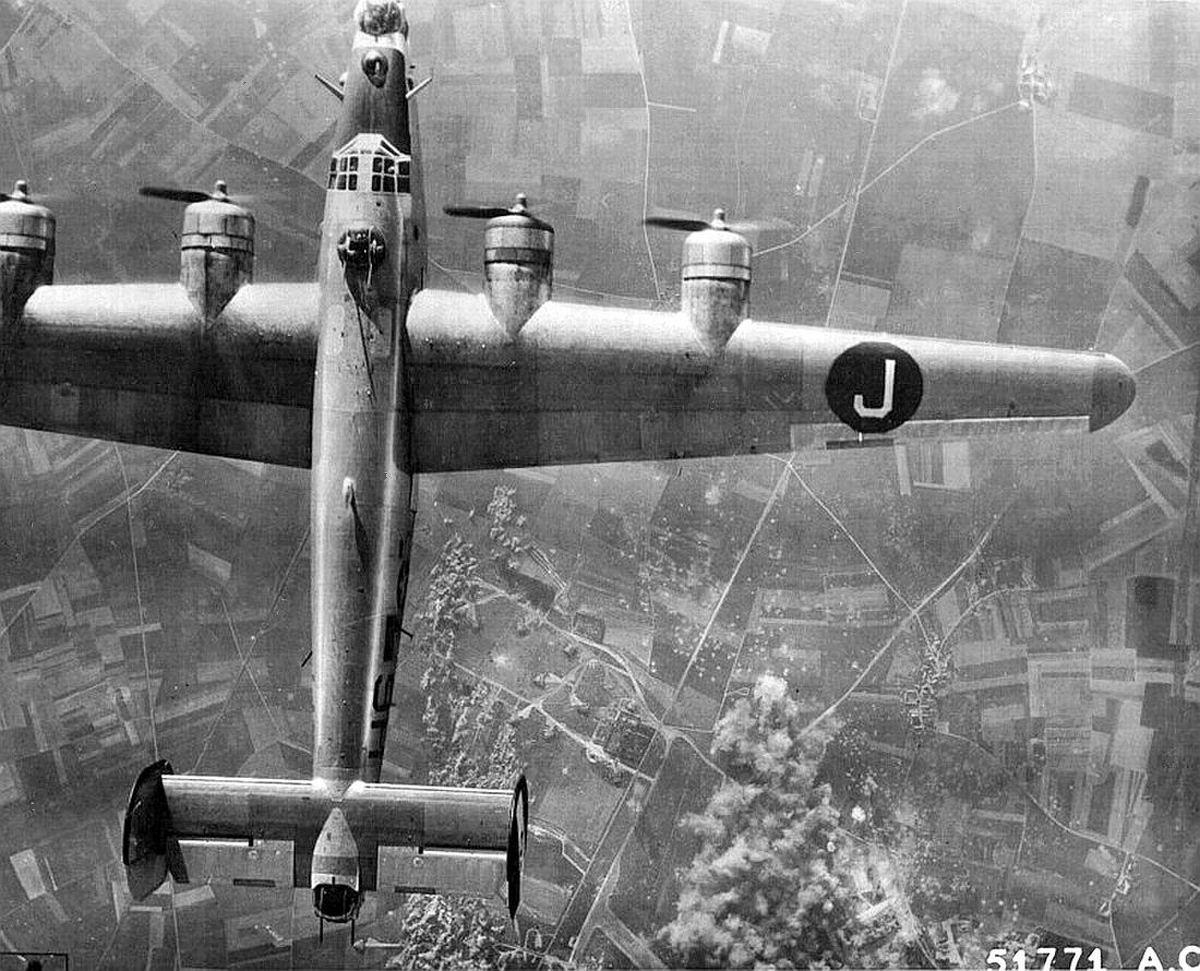 "historium ""B24 on a bombing run over Chateaudun, France"