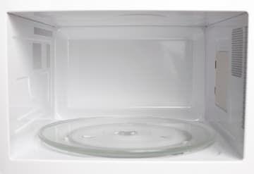 Calienta una taza de agua y vinagre por 5 minutos en el microondas. El vapor disolverá las manchas pegadas.