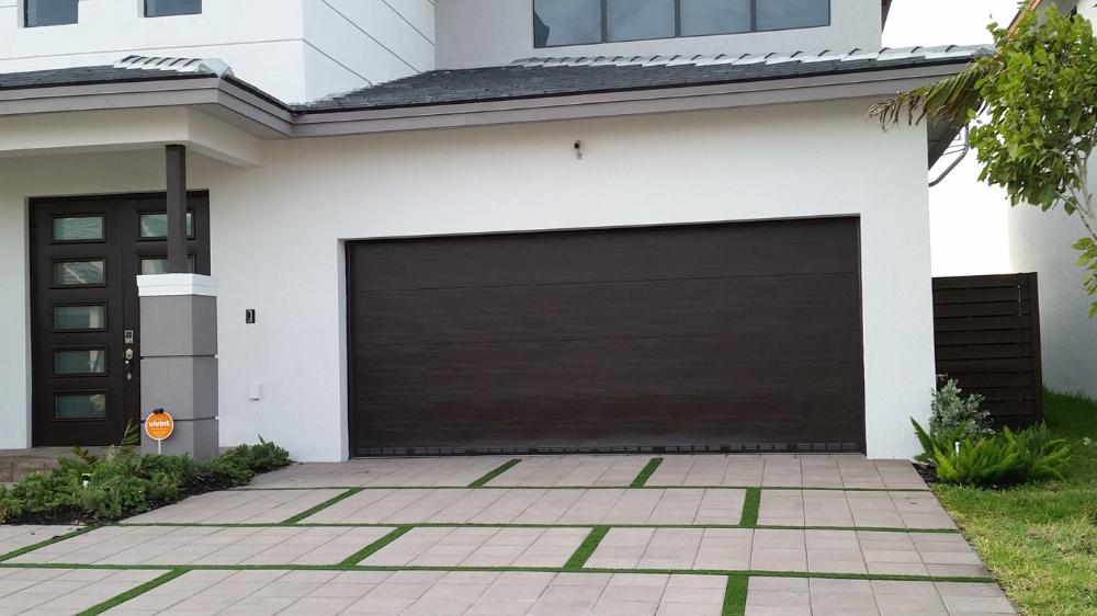 Miami Modern Stucco House Google Search Garage Door Styles Garage Door Installation Garage Doors