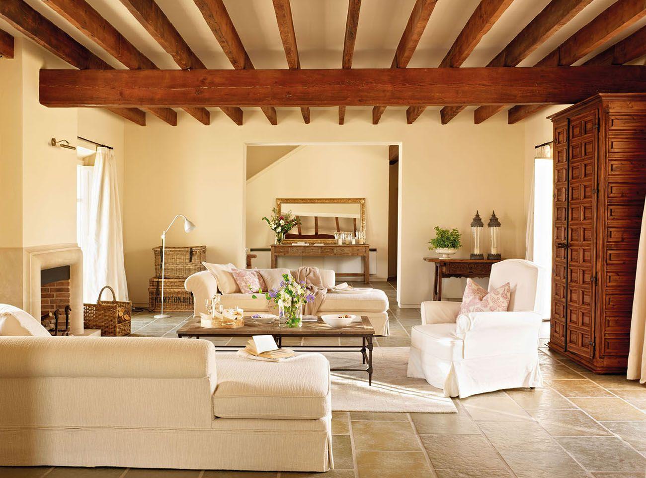 Tradicional Por Fuera Comoda Por Dentro Casas Modernas Interiores Casas De Un Piso Decoracion De Interiores