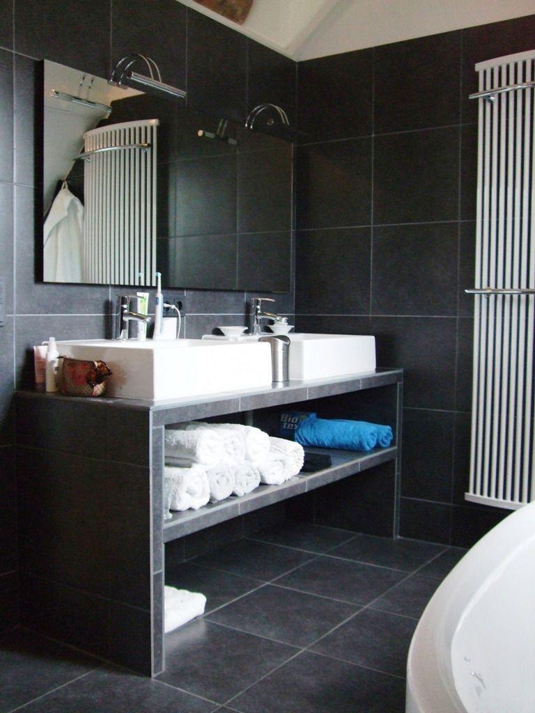 moderne badkamer in grijs, zwart en wit | Bathroom | Pinterest