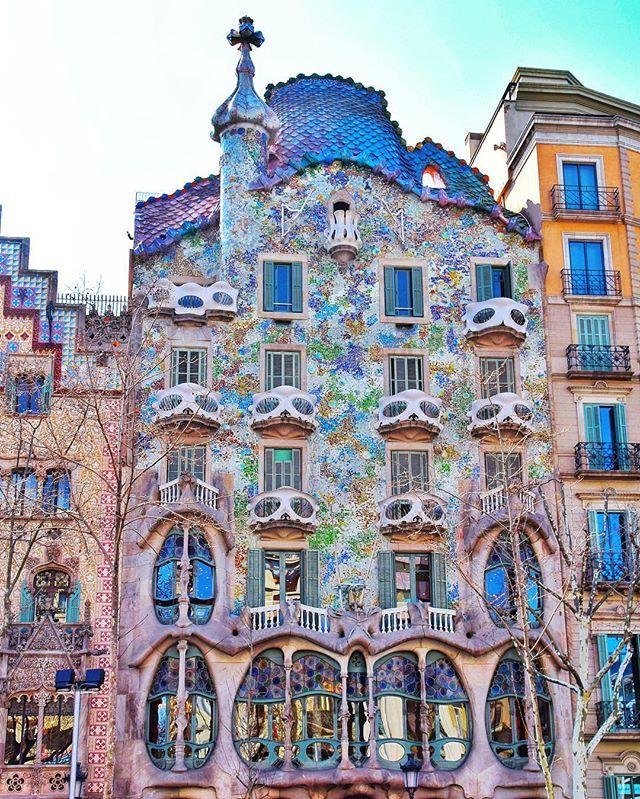 Andra Damian On Instagram One Of Gaudi S Masterpieces Casa Batlló Travel Globetrotter Beautifuldestinations Art Gaudi Ar Gaudi Casa Batlló Barcelona