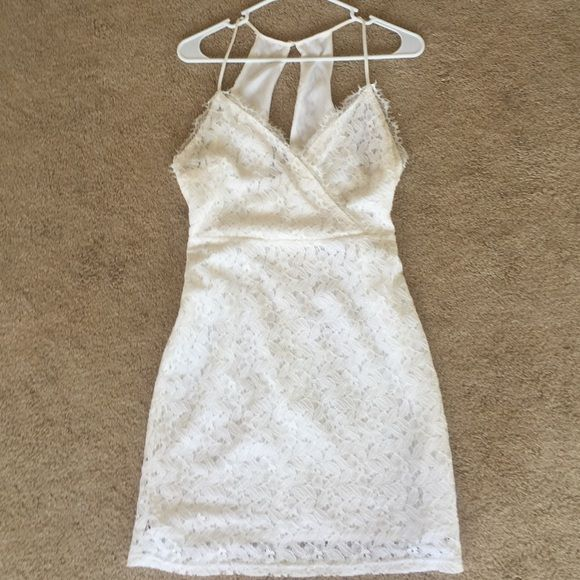 Not for sale on vacation comment if interested Beautiful white lace dress urban outfitters, peek hole back, never worn NWT SIZE 6 Urban Outfitters Dresses Midi