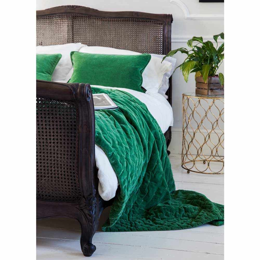 16+ Emerald green and white bedding trends