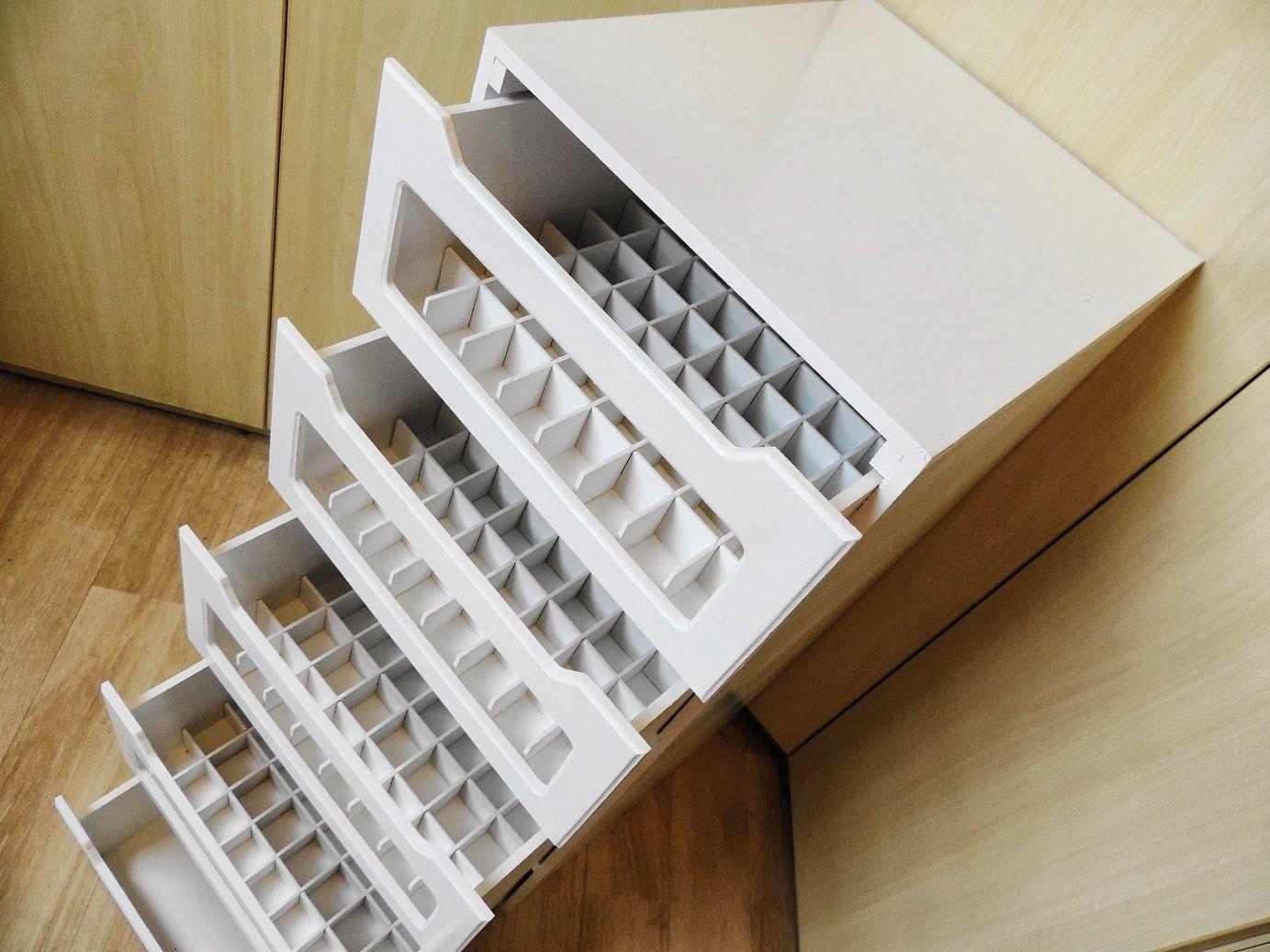 Cajas para guardar y conservar esmaltes escritorios toda for Decoracion en mdf para pared