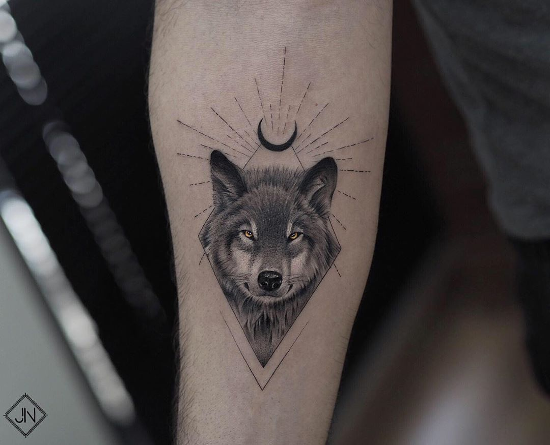 Moon And Wolf Tattoo Design Small Wolf Tattoo Wolf And Moon Tattoo Wolf Tattoo Forearm