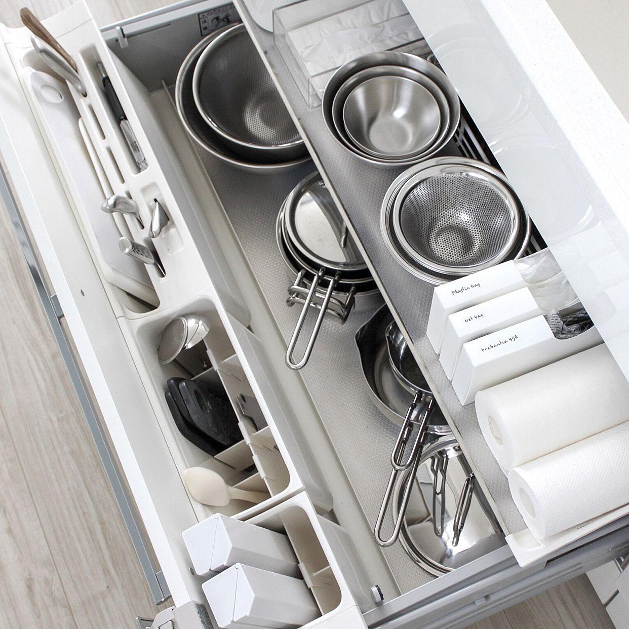 家事の効率もアップする キッチンの引き出し整理収納術 システムキッチン 収納 アイデア キッチン 整理 台所収納アイデア