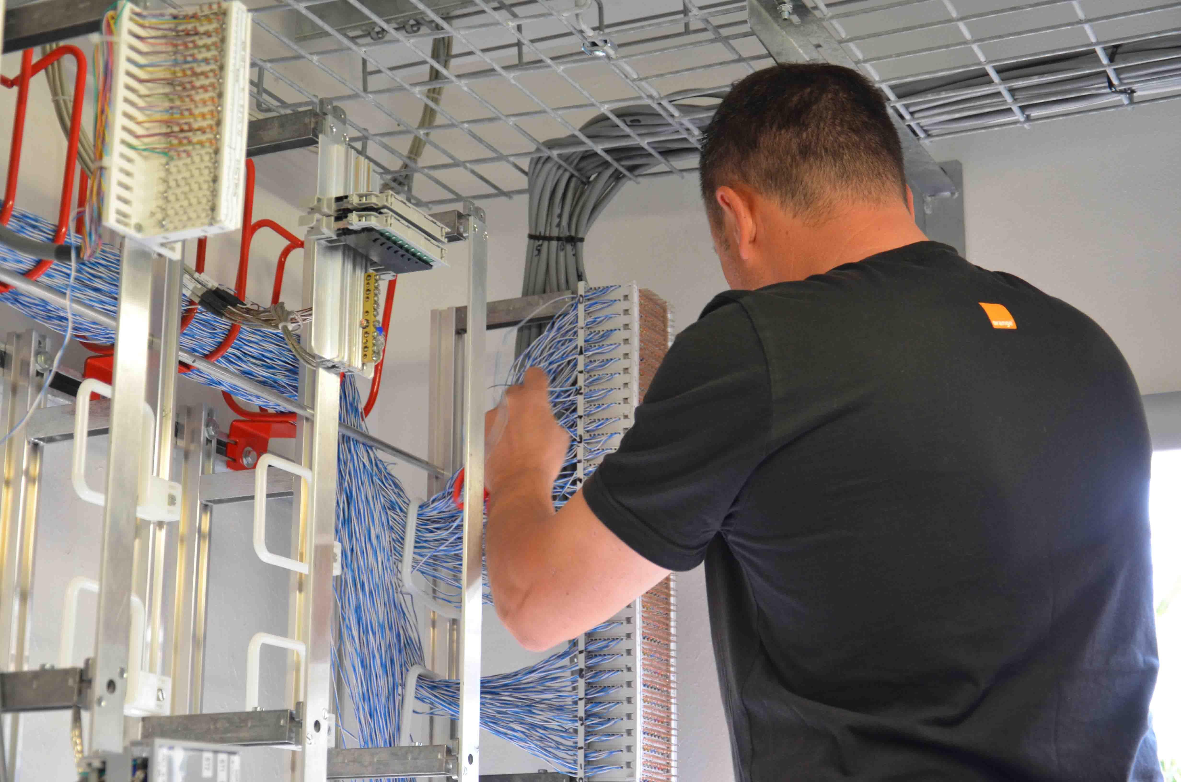 Installation De Cablage Fibres Optiques Montpellier Fiber Andre