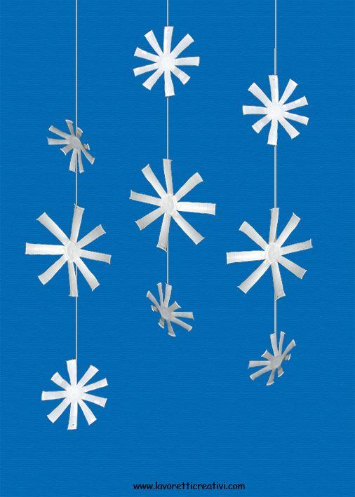 Sagome fiocchi di neve per decorazioni fiocchi di neve for Addobbi di natale per bambini scuola infanzia