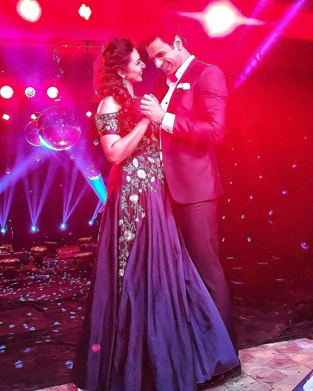 Divyanka Tripathi In 2020 Wedding Couple Poses Celebrity Weddings Bollywood Couples