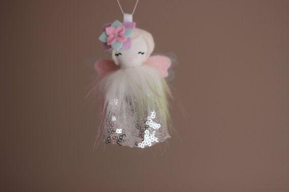 Mini Doll Ornament. Tiny Flower Fairy por libertylavenderdolls