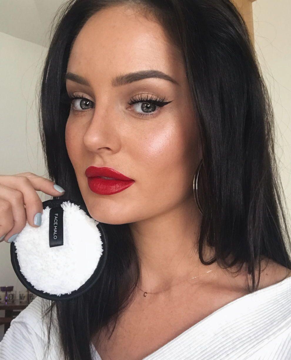 Chloe Morello Red Glossy Lipstick Makeup Makeup Eyeshadow Brown