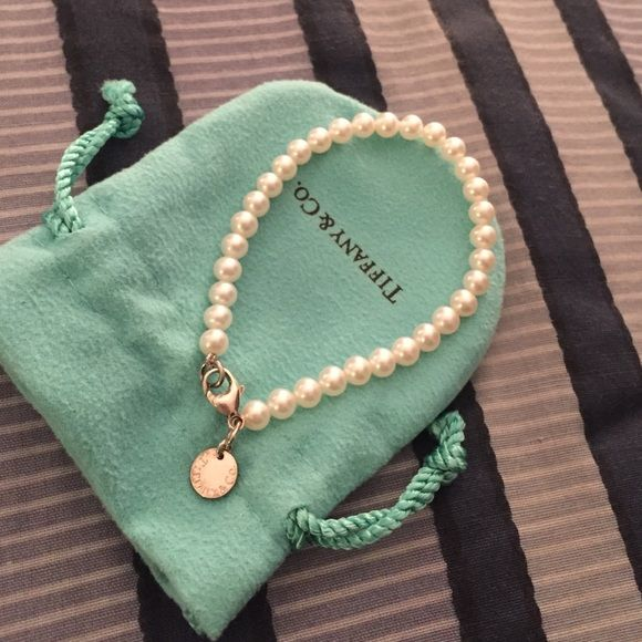 Tiffany Pearl Bracelet Worn A Few Times Sat In Jewelry Bag And Box When Not Have Original Got As Gift Beautiful On Co