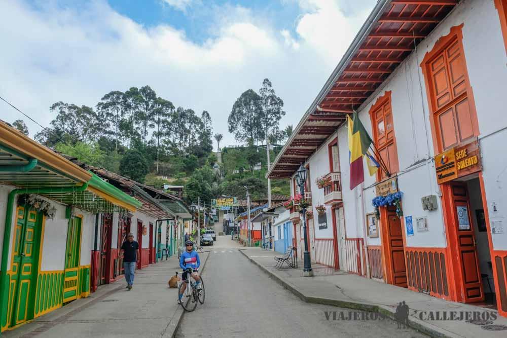 Ruta Por El Eje Cafetero En Coche Viajeros Callejeros En 2020 Cafetera Finca Cafetera Rutas