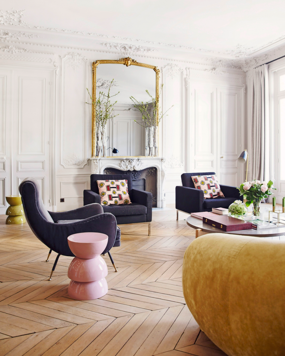 An Elegant Apartment In Paris With An Eye Catching Sofa The Nordroom Parisian Apartment Decor Parisian Interior Interior Design Living Room