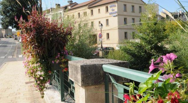 Hotel Du Moulin - 2 Star #Hotel - $65 - #Hotels #France #Niort http://www.justigo.ca/hotels/france/niort/du-moulin-niort_85088.html