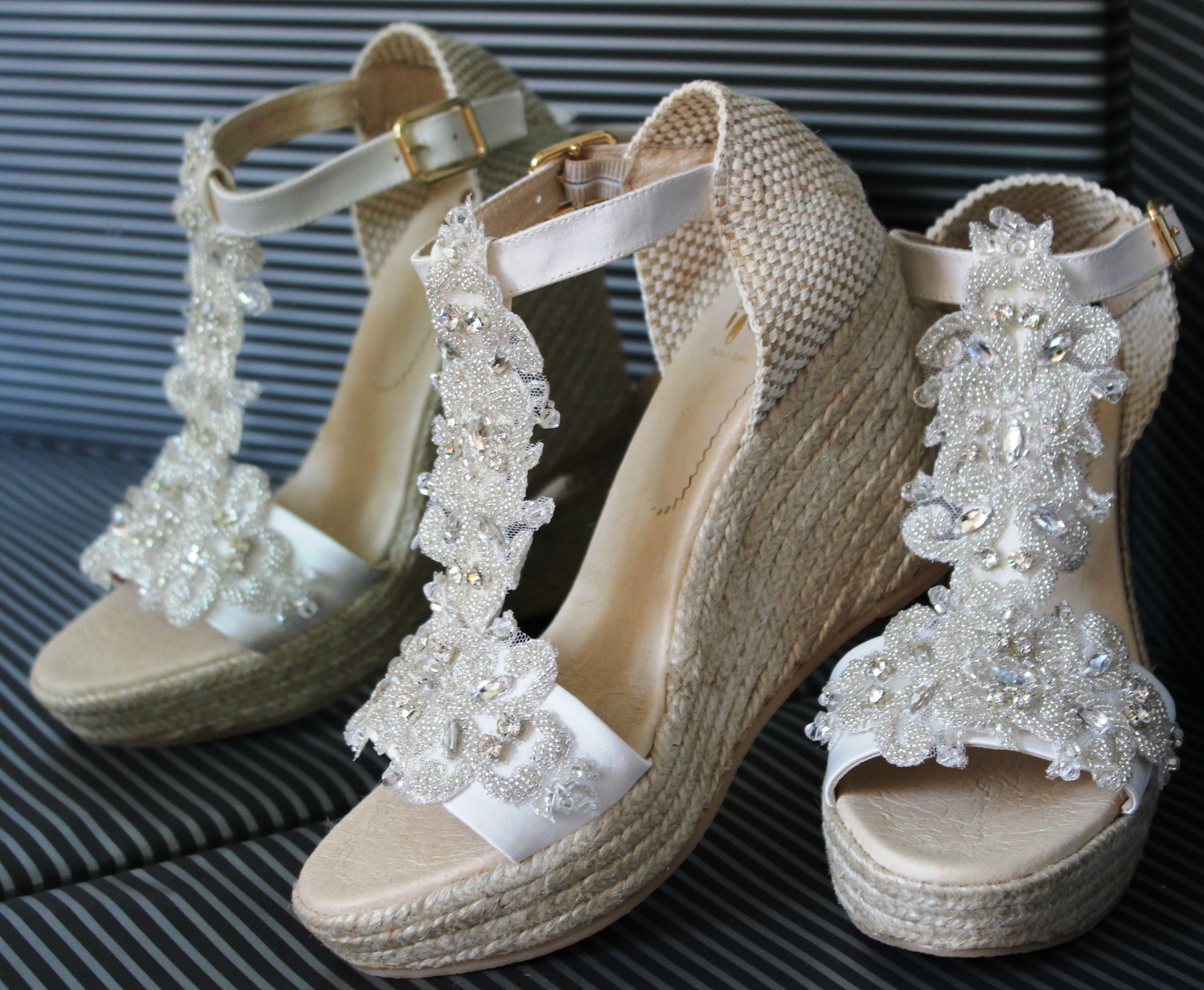 Carmenchu Shoes colección novias 2015. Bridal wedges #weddingshoes ...