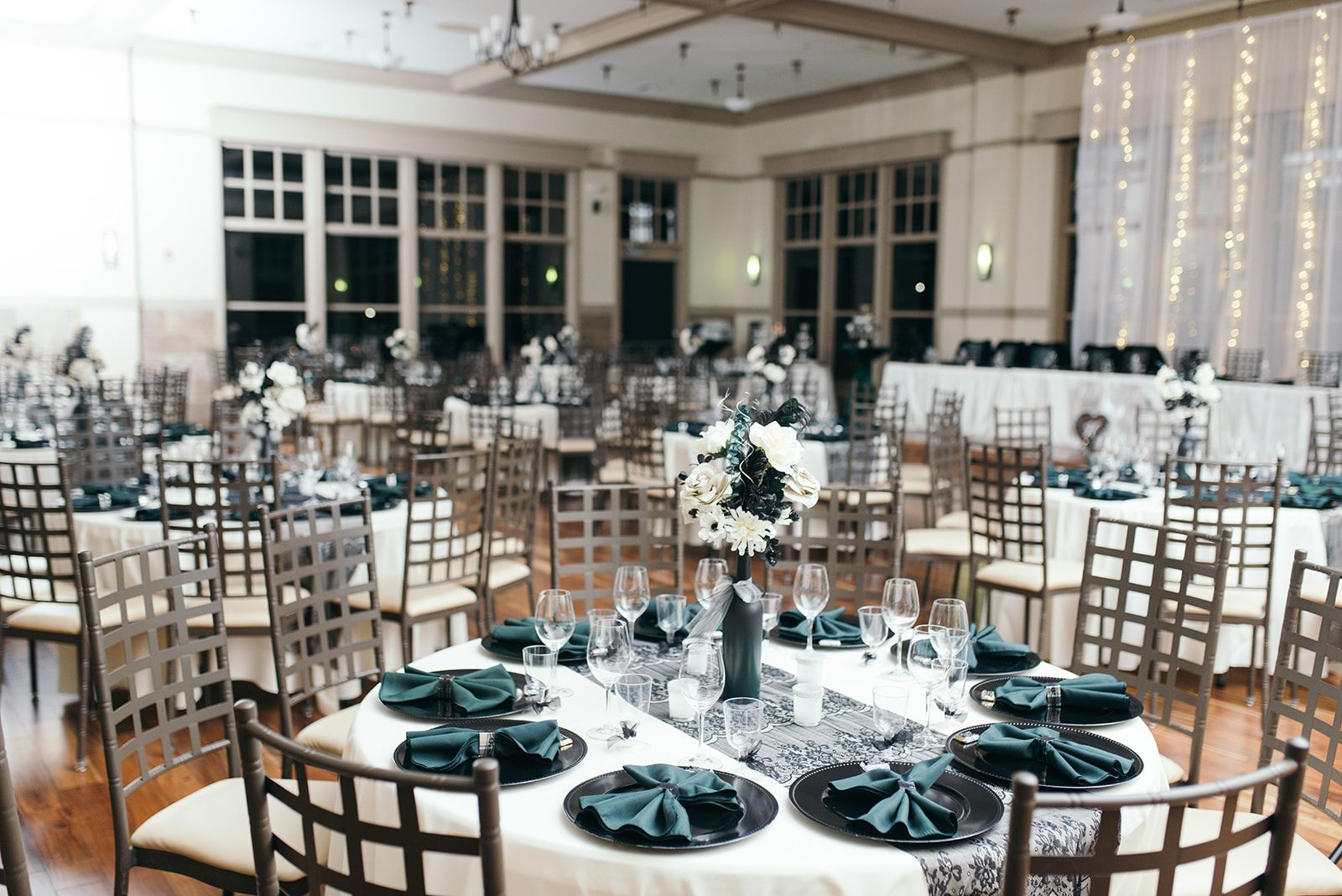 An Eclectic Vintage Wedding At Noah S Event Venue In Des Moines Ia Traditional Wedding Decor Event Venues Vintage Wedding Theme