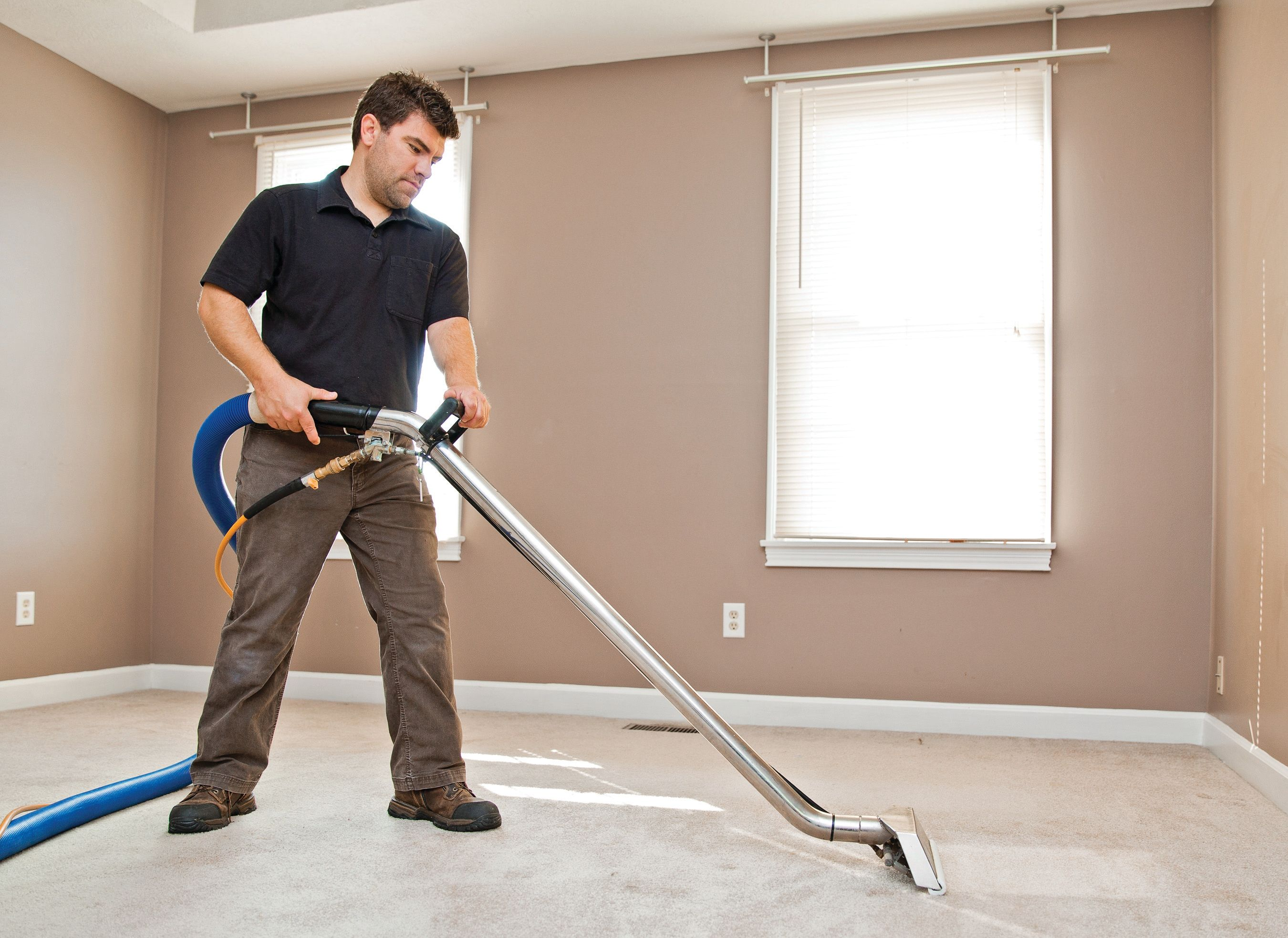 Carpet cleaning expert at work carpet cleaning tips pinterest professional carpet cleaning services in perth solutioingenieria Image collections
