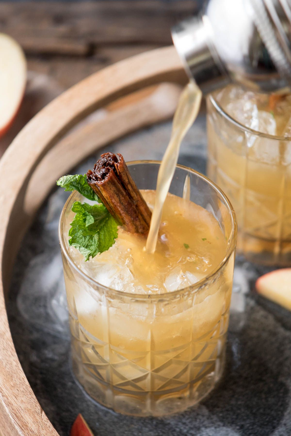 Apple Cinnamon Whiskey Smash #cocktaildrinks