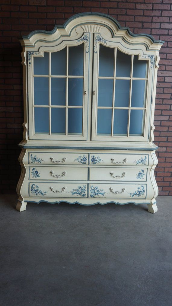 Drexel  Country French Style Hutch  China Cabinet on