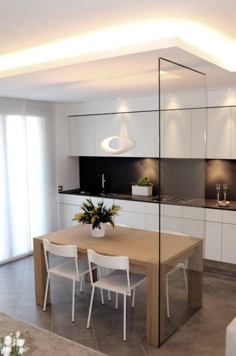 Area pranzo con cucina cube di snaidero: sala da pranzo in stile di ...
