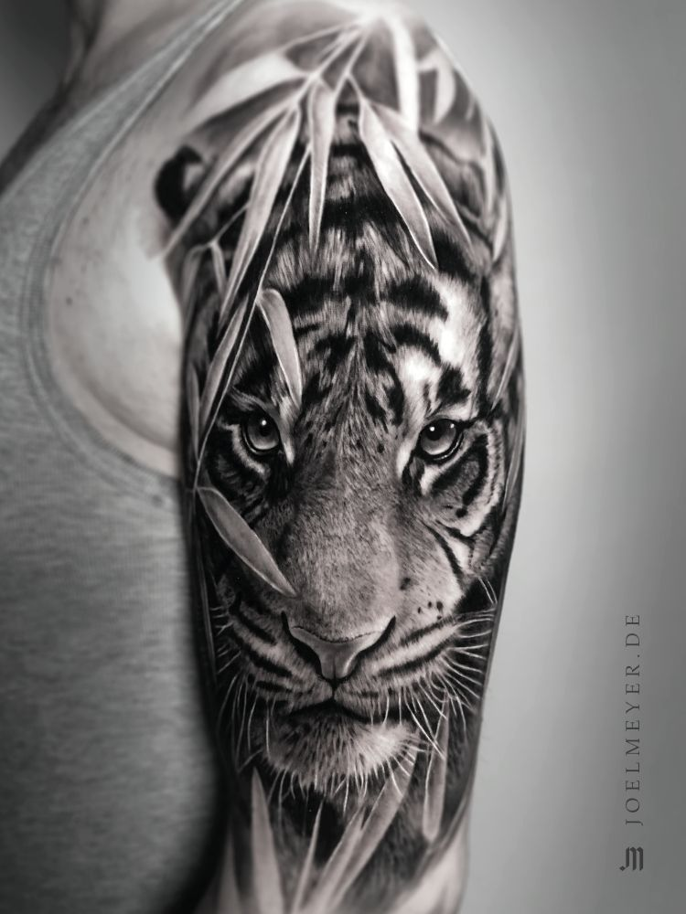 Tiger Realistic Tattoo Black And Grey Joel Meyer Black Grey Joel Meyer Octopustattoosl In 2020 Black And Grey Tattoos Tiger Tattoo Sleeve Tiger Tattoo Design