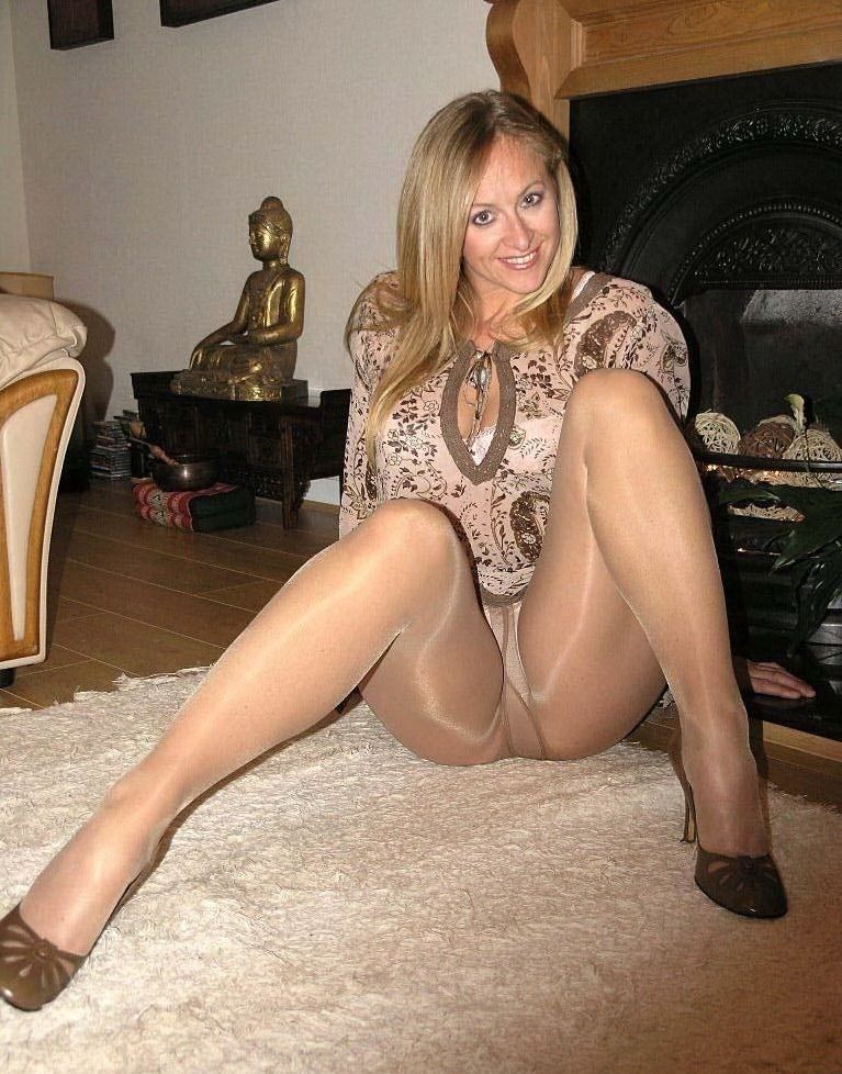 Milf In Pantyhose And Stockings